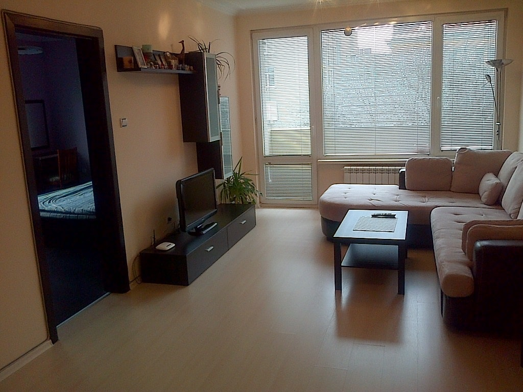 Central bright & spacious 2BR flat