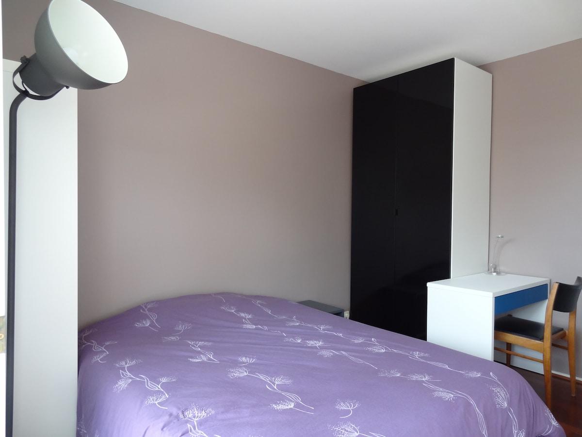 Lovely bedroom btw Paris and Disney