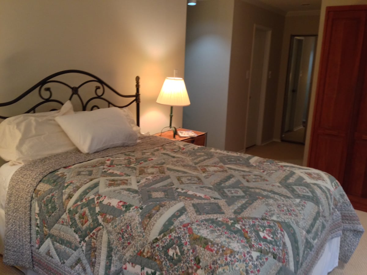 Very comfortable queen-size bed with all cotton linens.