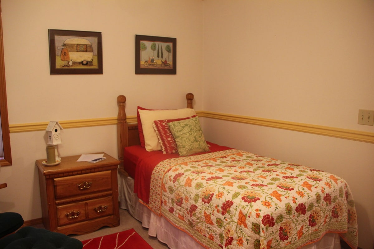 Room with Twin Bed and Private Bath