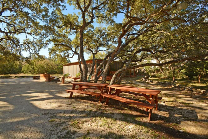 7 BR, 8-Acre South Austin Retreat