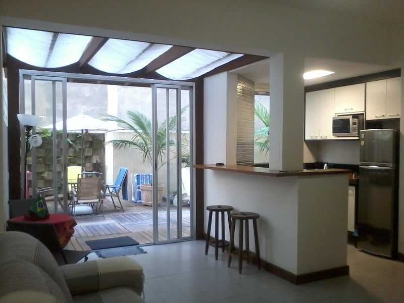 Enjoy the feeling of being in a house in Copacabana, beachside!