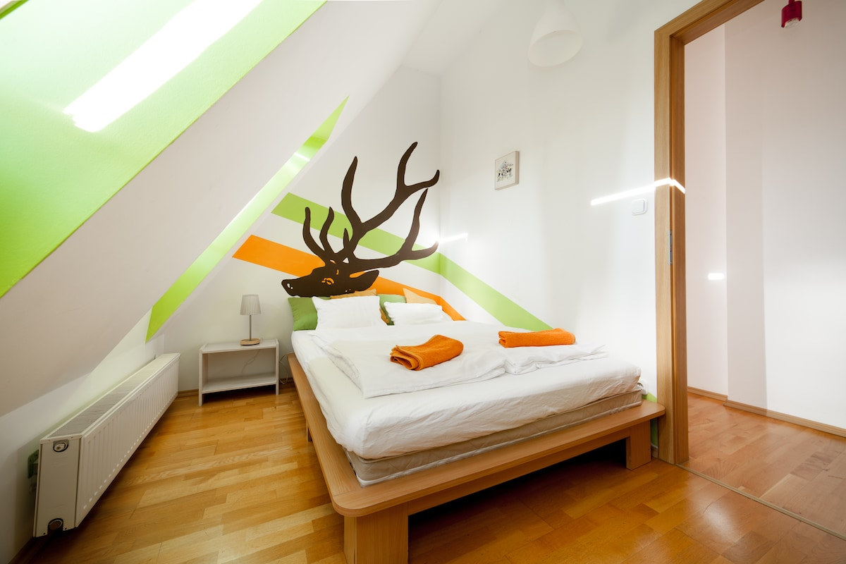 Room with a double bed on the 2nd floor