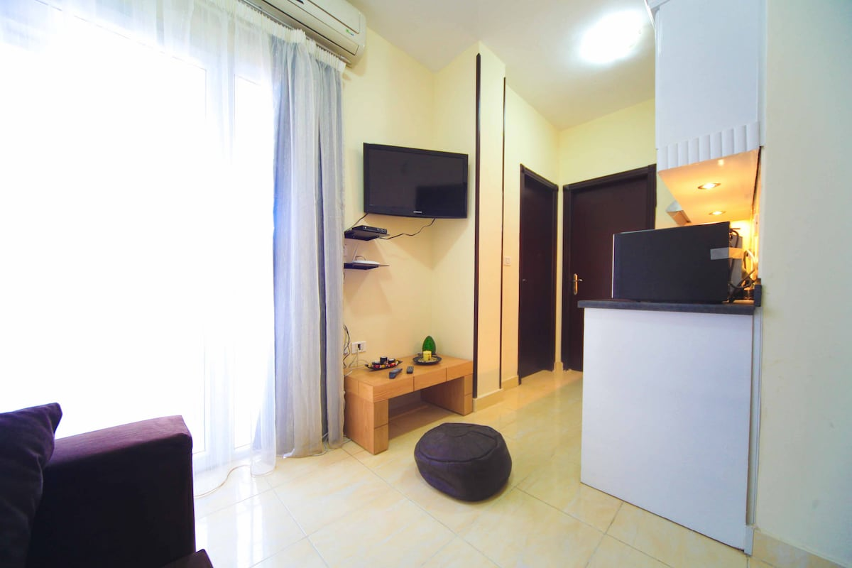 Furnished 1 bed apartment with pool