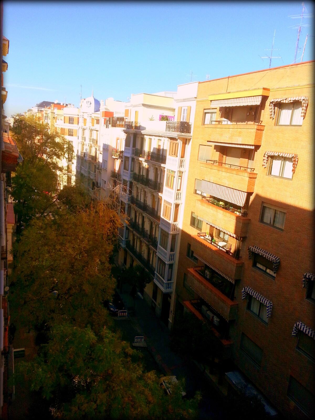 Vista general de la C/ Don Ramón de la Cruz desde ventana habit. huésped