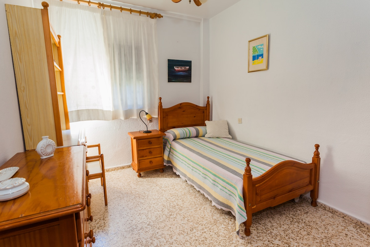 3rd. bedroom: double room with wardrobe and sea view (for 1 person)
