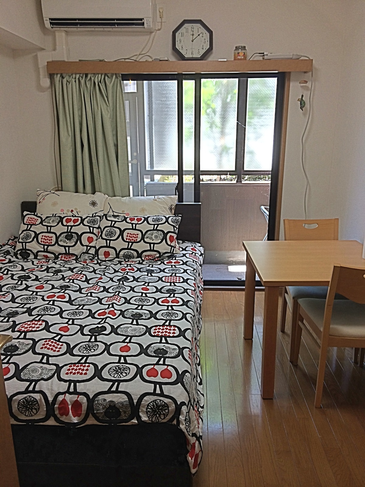 Clean & Cozy private city apartment
