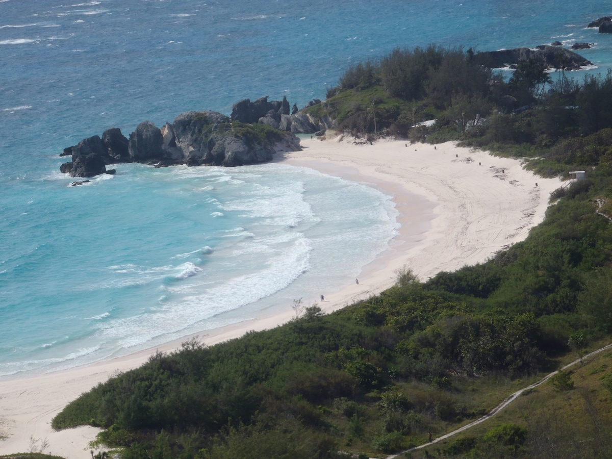 Horsehoe Bay on South Shore is one of the larger more popular beaches.