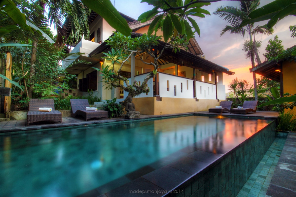 Big four bedrooms cottage in Ubud
