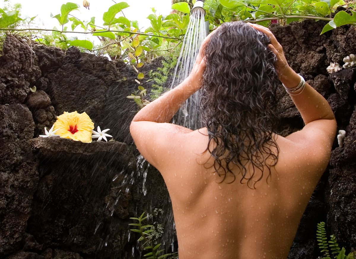Outdoor lava rock showers.