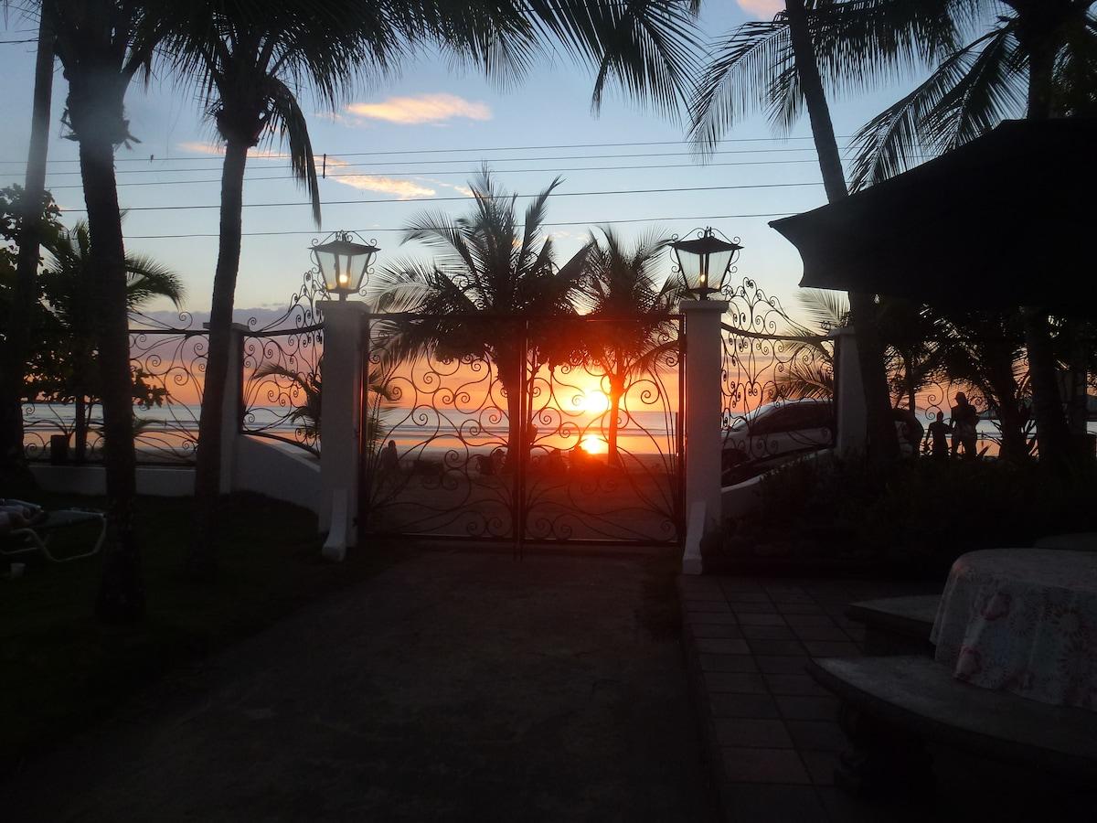 Beachfront Getaway Hotel Catalina