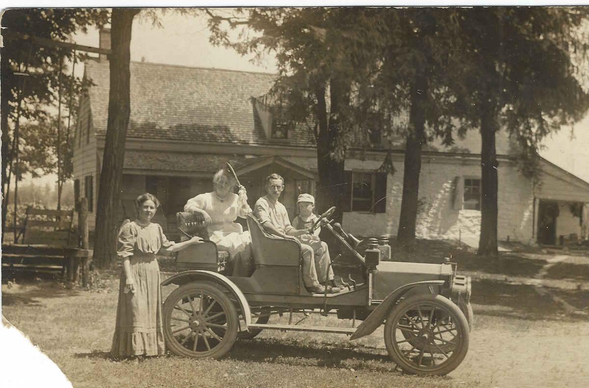 Etta, Grandma Davis, Moses, and Curtis Sprague 1908 -- Courtesy of Davis Sprauge