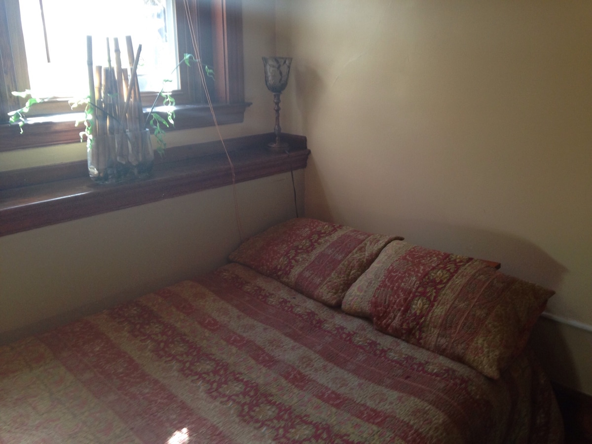 Lovely one-bedroom with kitchenette