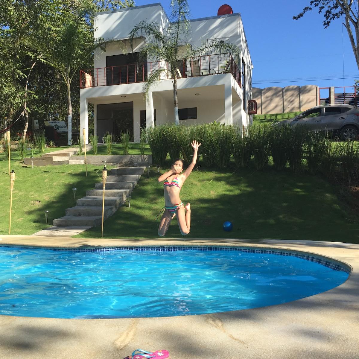 Playa Montezuma, Casa Pura Vida