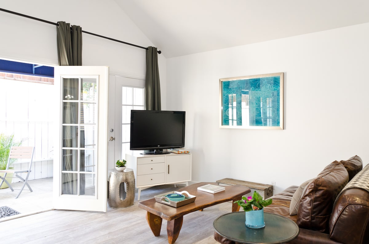 STYLISH, BRIGHT & AIRY GUEST HOUSE