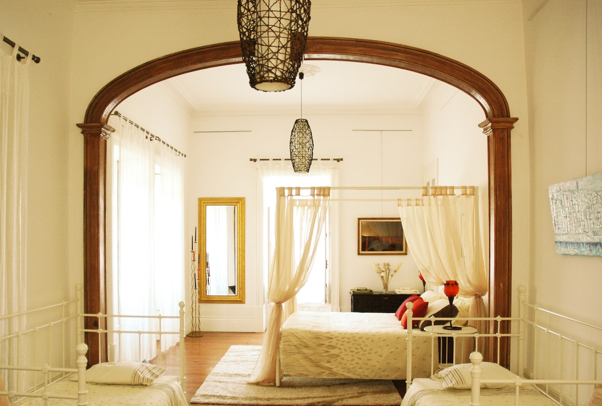Noble Room. 1 double (big) bed, and two individual beds. Our rooms are big and sunny. Pool View. 40 sqm
