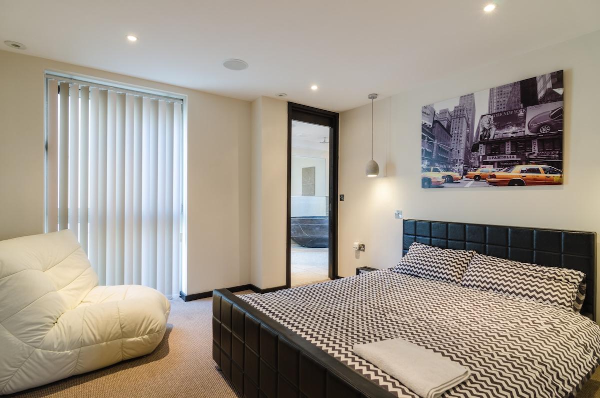 Penthouse - Private Room En-Suite