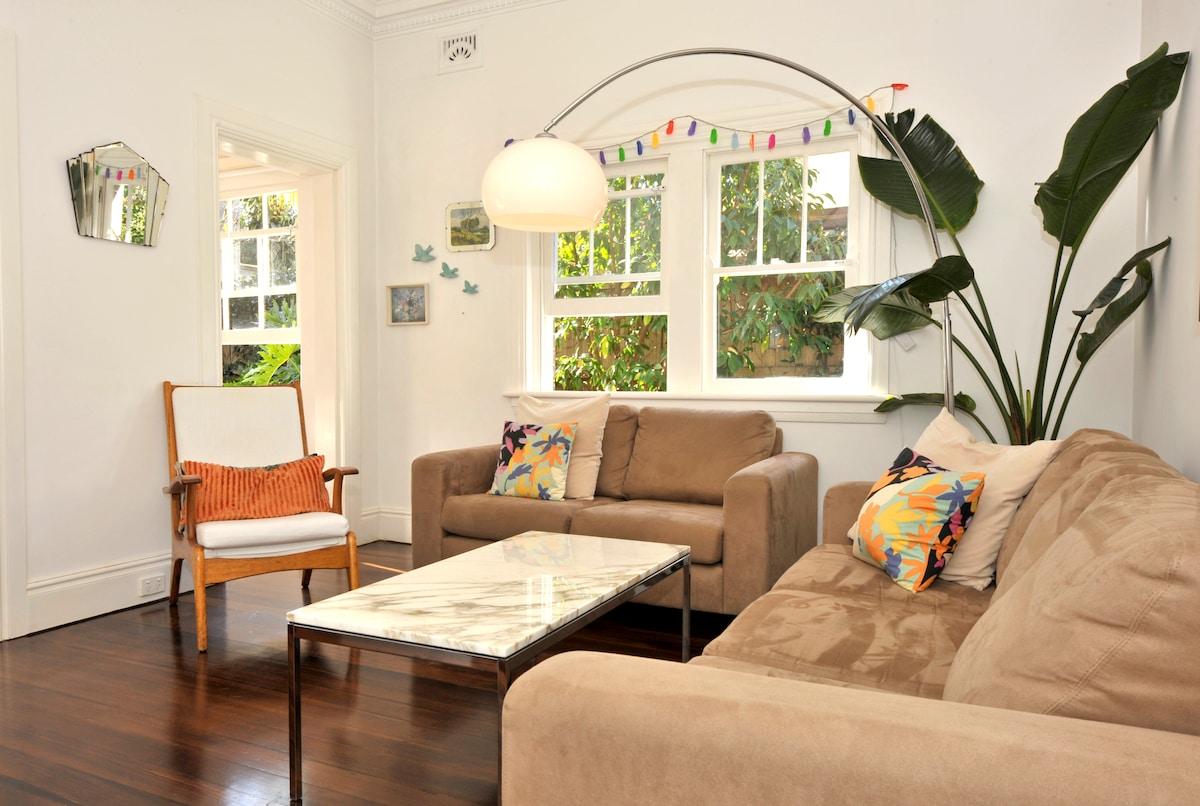 Sunny Art Deco Garden Apartment