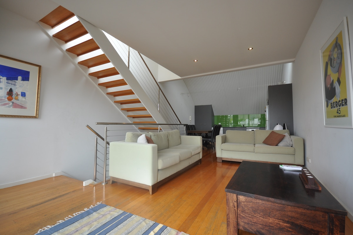 MODERN TOWNHOUSE IN CENTRAL FITZROY
