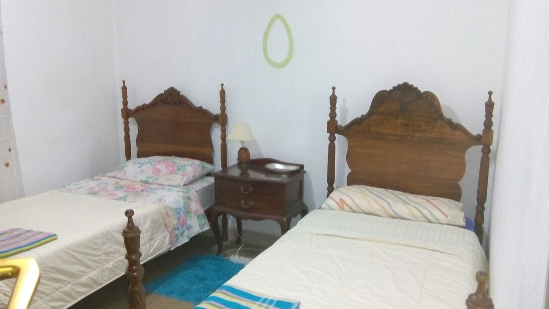 Cosy Bedroom with two single beds