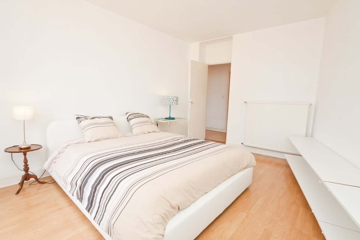 bedroom with amazing view of the cathedral,  real double bed 160x200