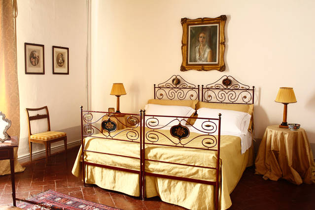 Deluxe bedroom in charming Castle