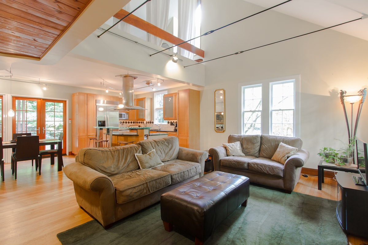 Charming, private, quiet, and modern home nestled under a hilltop canopy of trees in the heart of historic and trendy VIRGINIA HIGHLAND, Atlanta's most cherished neighborhood.