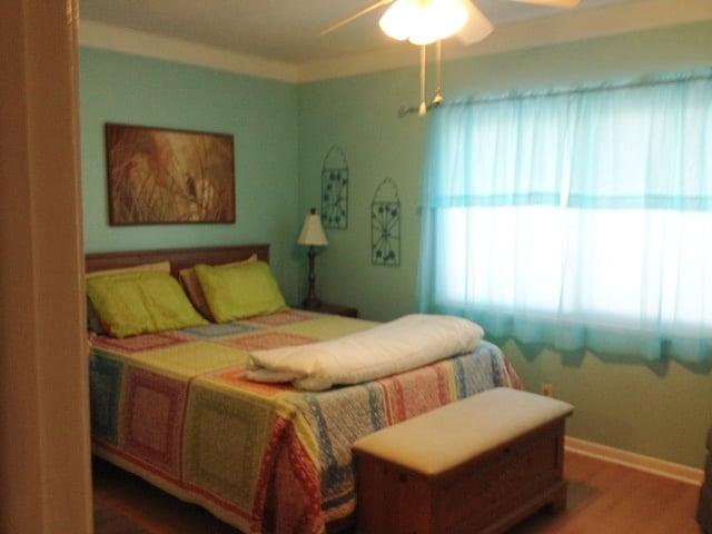 North Bedroom, Queen bed.....