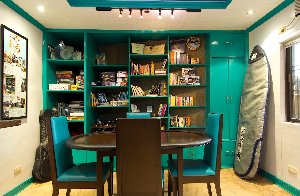 Library/ Game room and mini bar.
