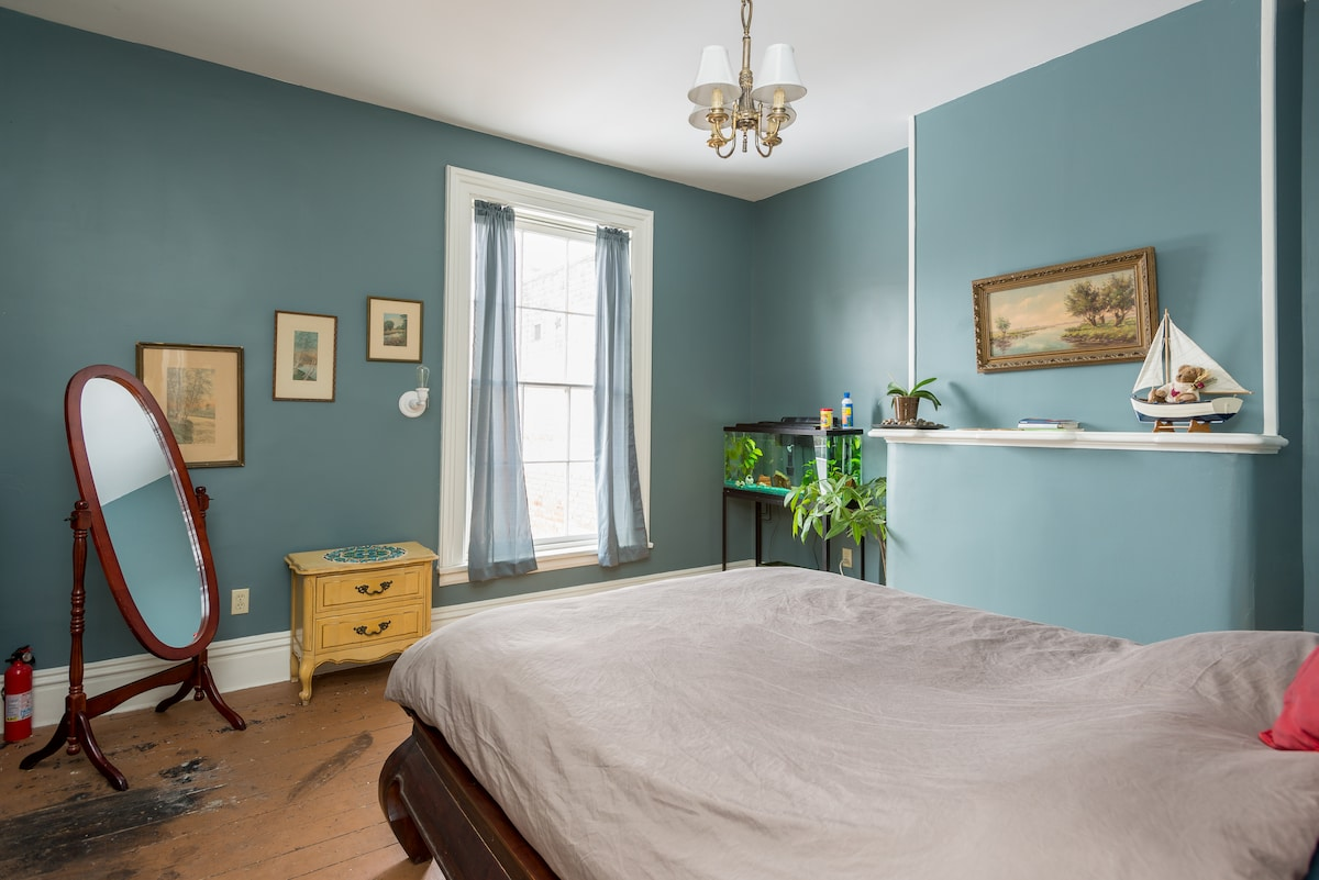 Victorian rowhouse - private room 1
