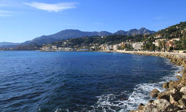 75sqm 20m from the sea