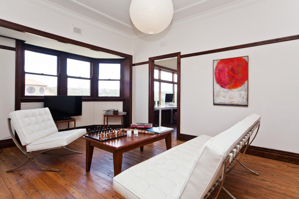 Charming 2 bed apartment near manly