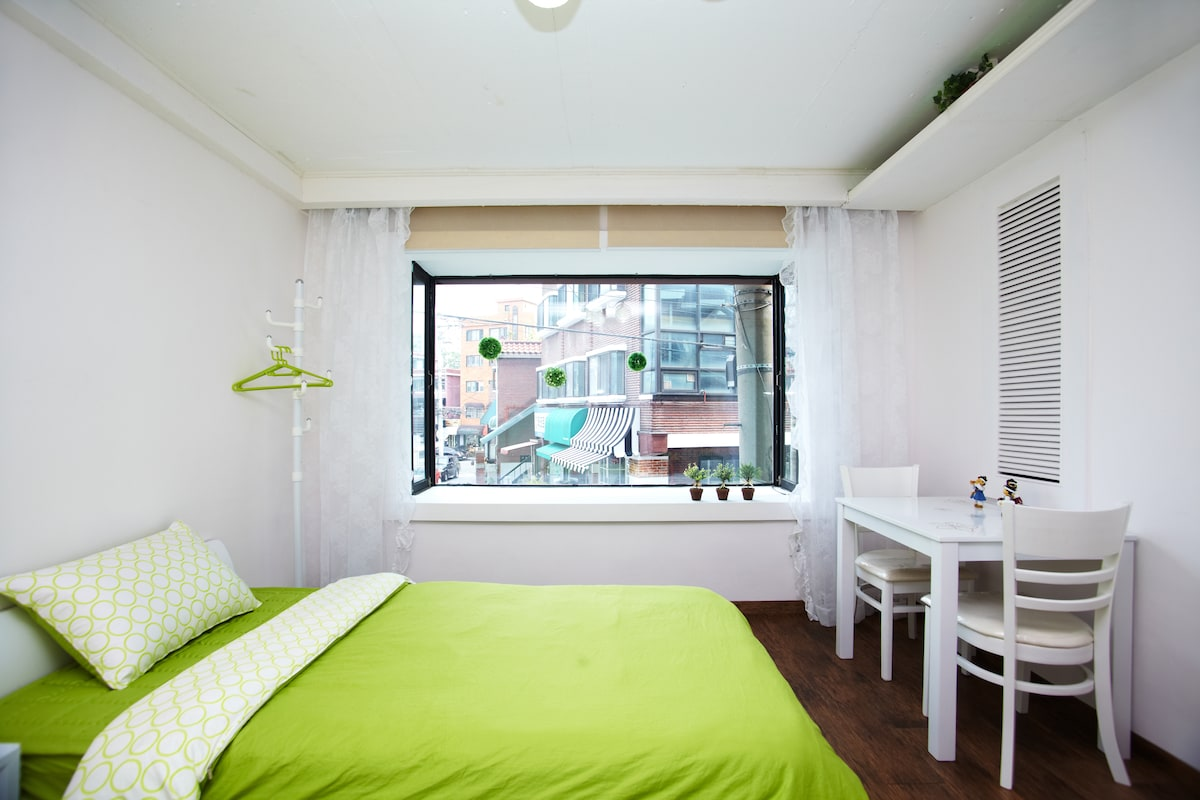 Pretty & cozy room with two beds