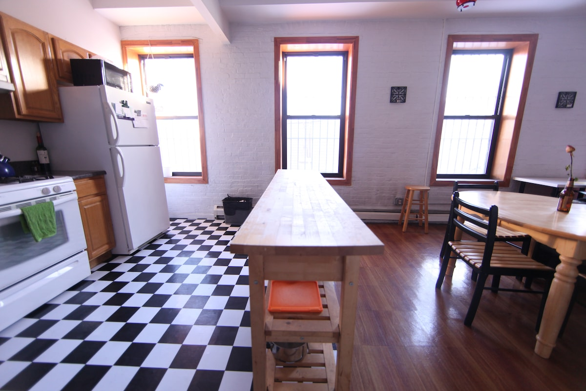 Large loft 1 min from subway