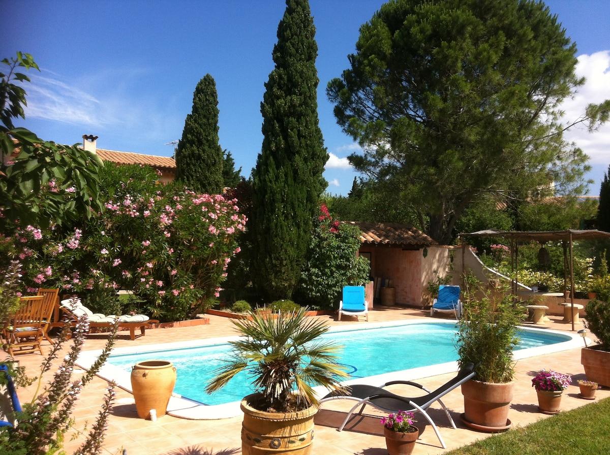 villa avec piscine, grand terrain