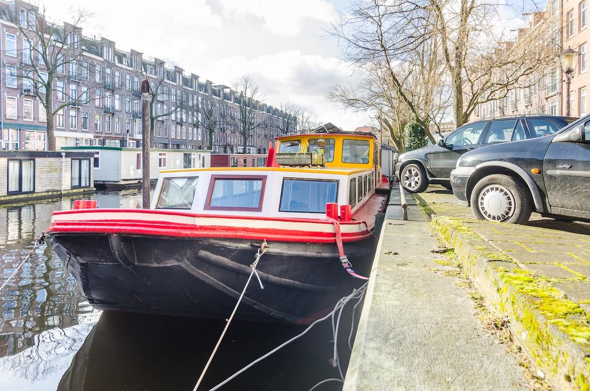 "Houseboat ""Shanti"" Amsterdam"