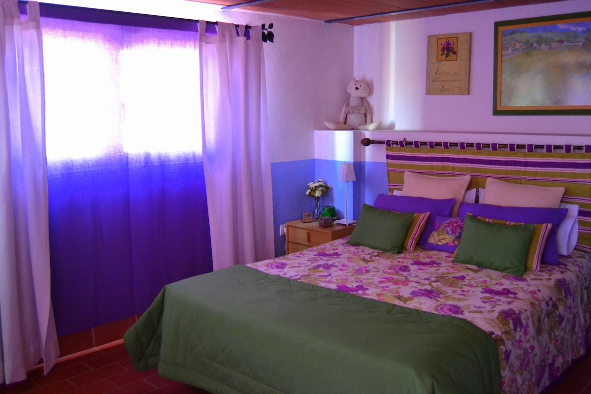 La Suite dispone de doble cortinaje para que puedas descansar y dormir en un ambiente relajado... The Suite has double curtain so you can rest and sleep in a relaxed atmosphere ...