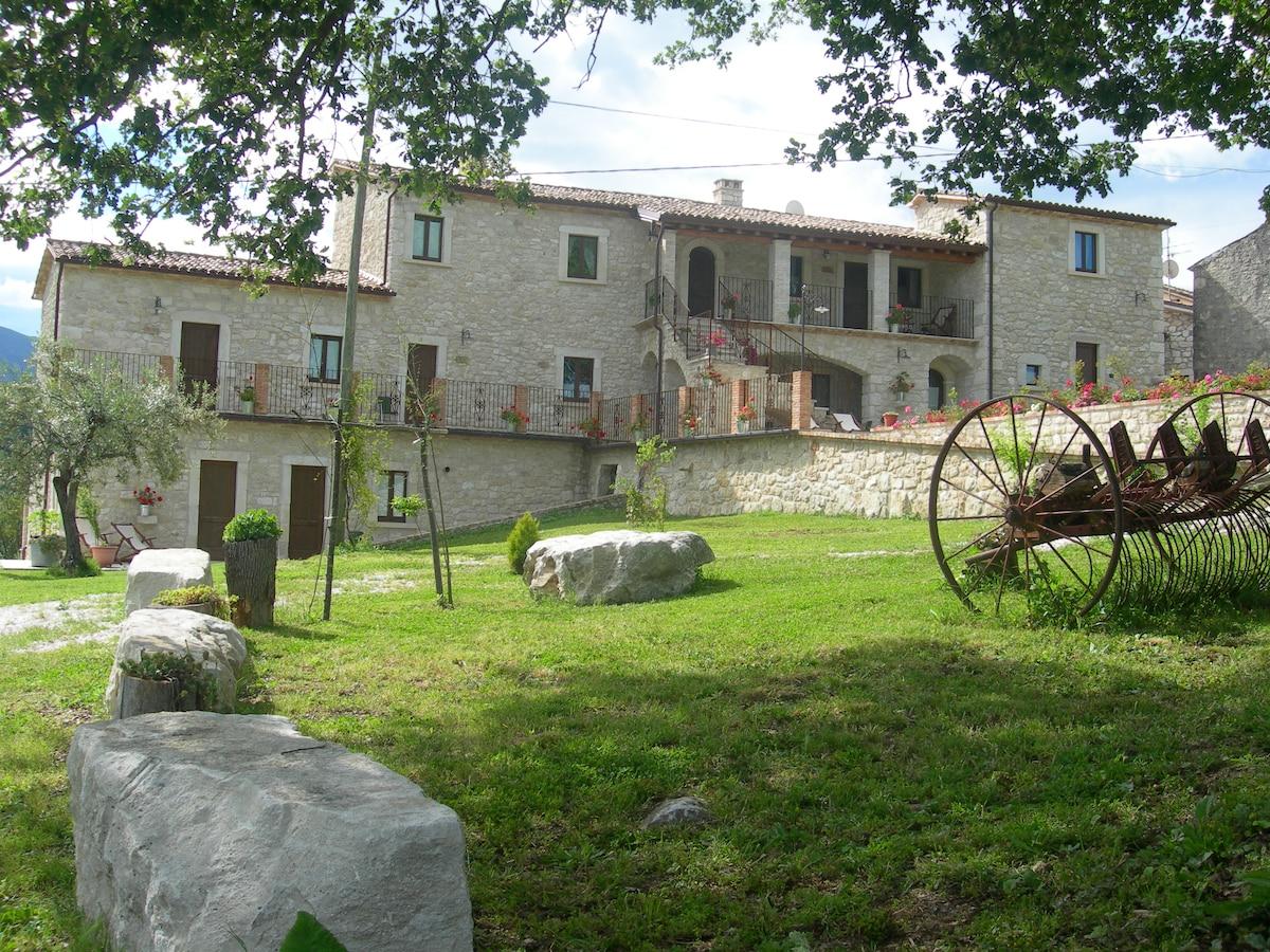 Antico borgo in pietra