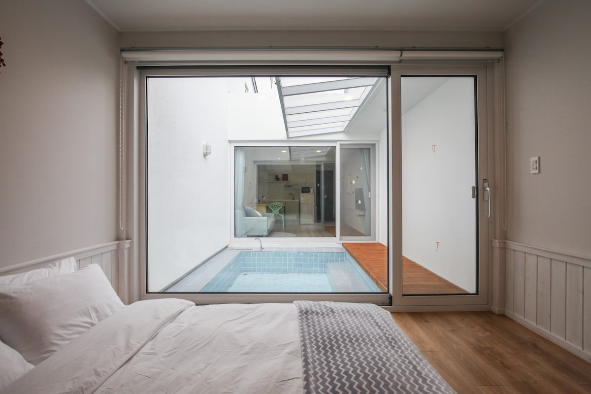 la Pause: New, lovely B&B with Pool