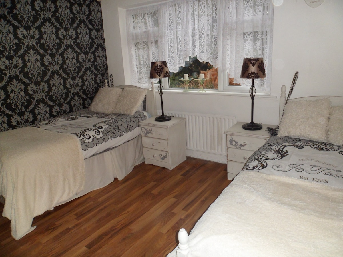 Twin Room Sharing Available