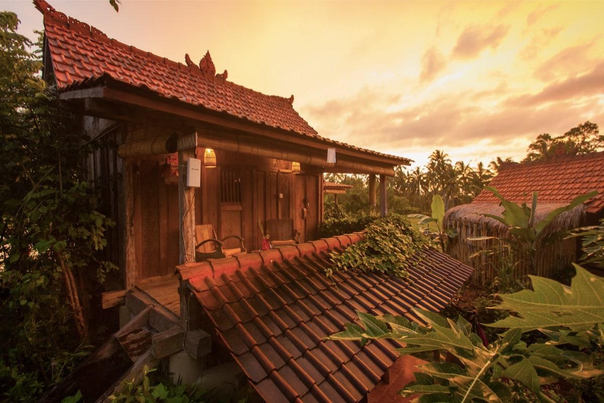 Hati Suci: Rustic Luxury Sanctuary