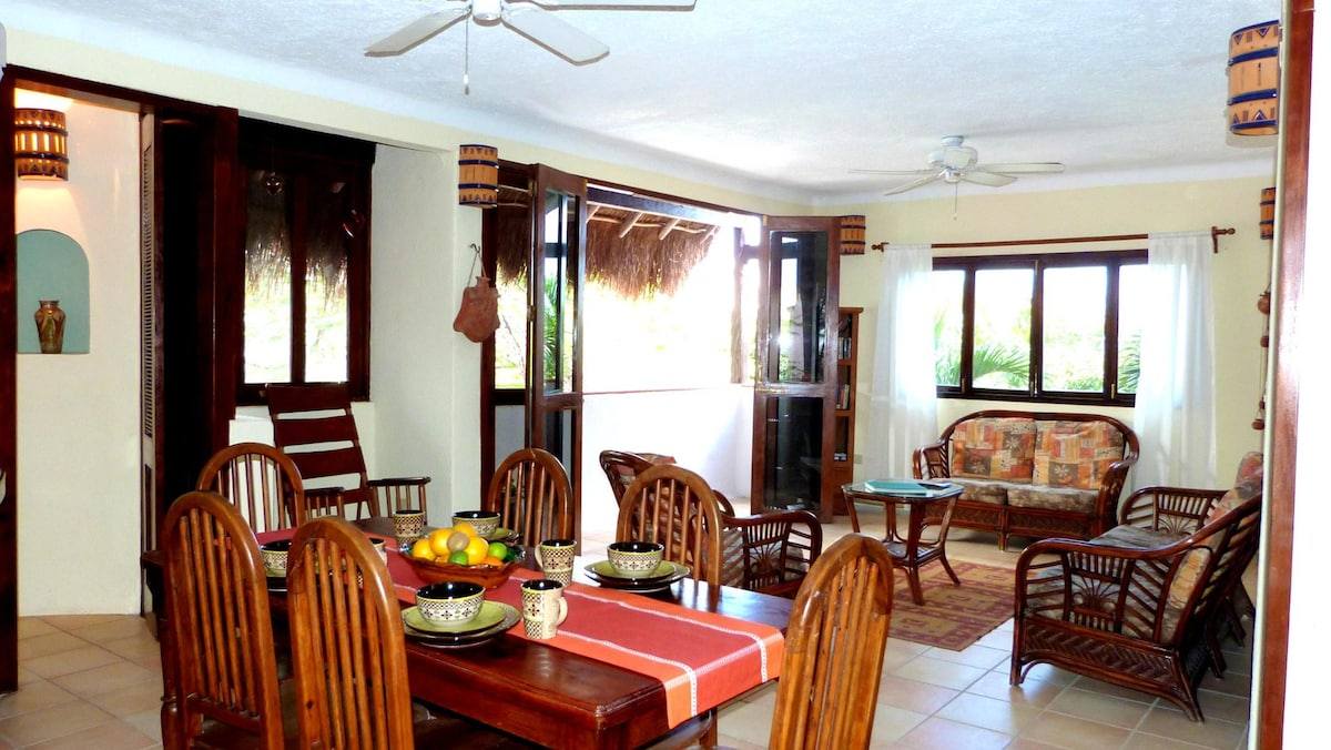 Spacious 1BD in the heart of Playa.