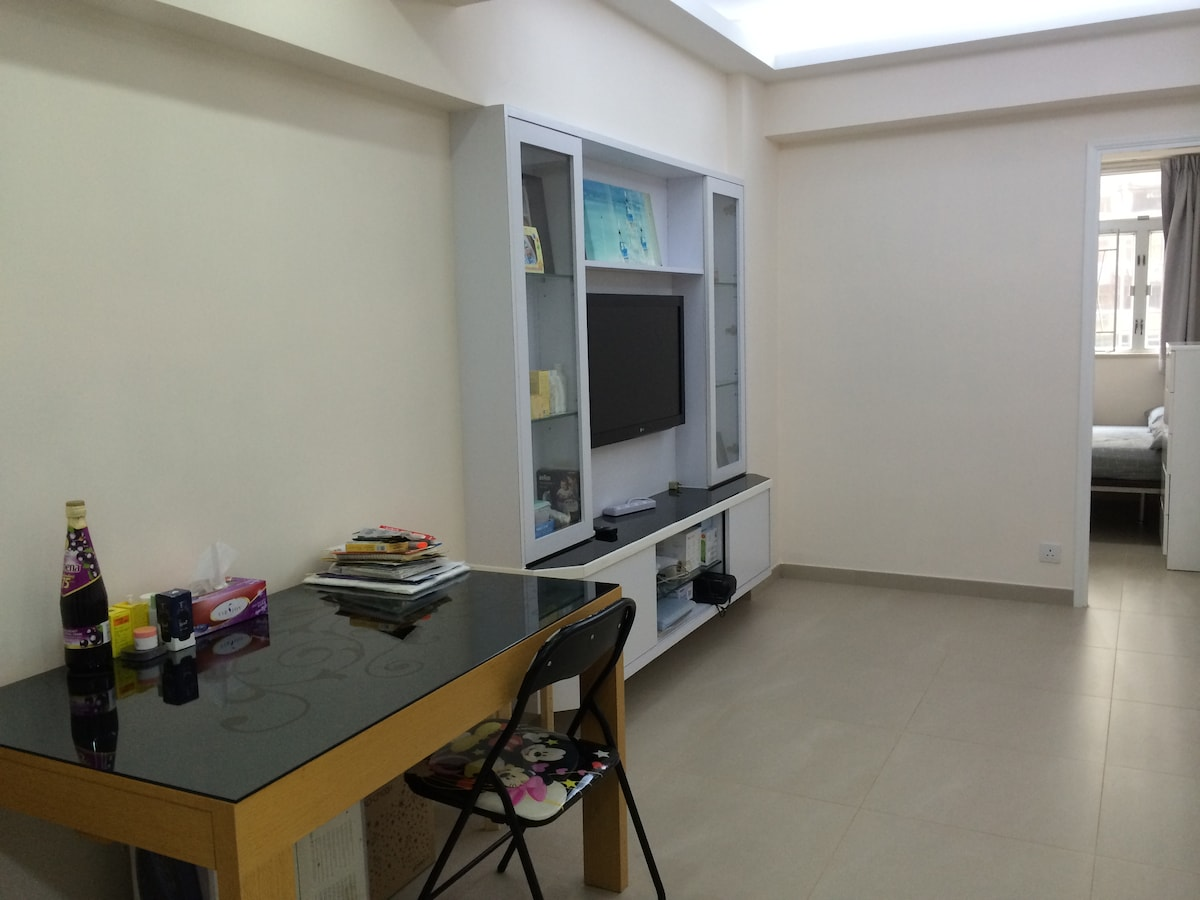 Spacious apt in HK, 3 mins to MTR