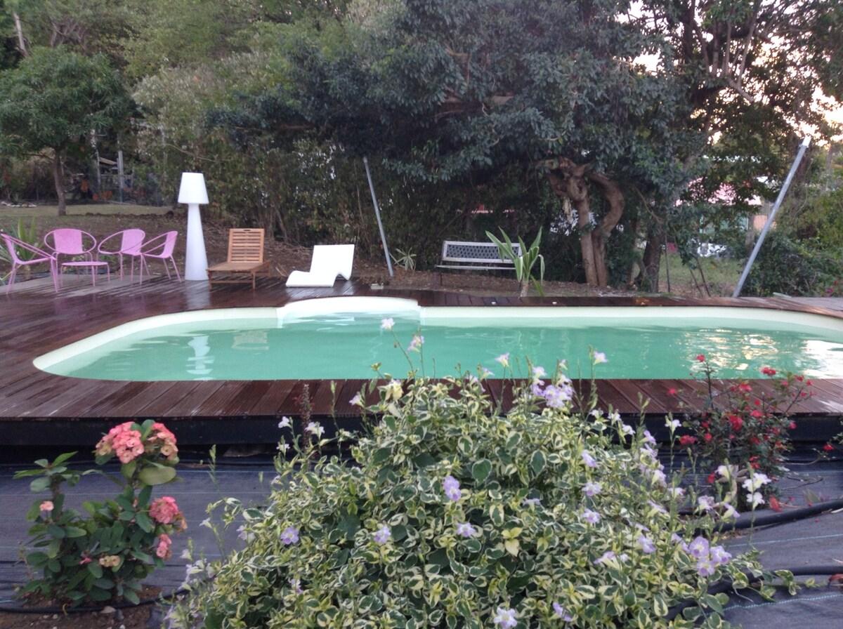 Appart T1 dans villa avec piscine