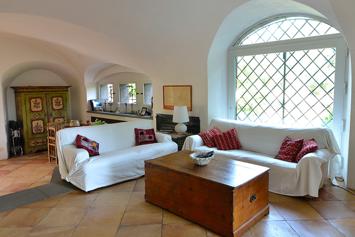 Villa with large garden and pool