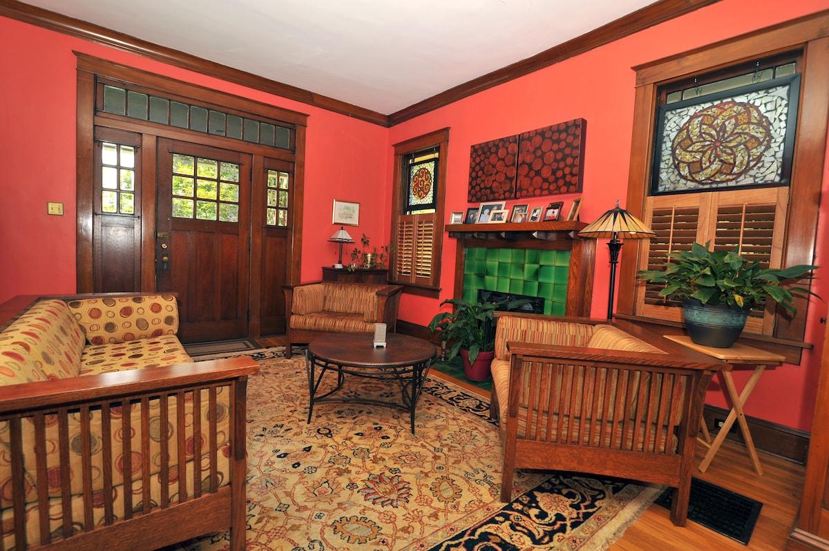 Guestroom in Cooper-Young Bungalow
