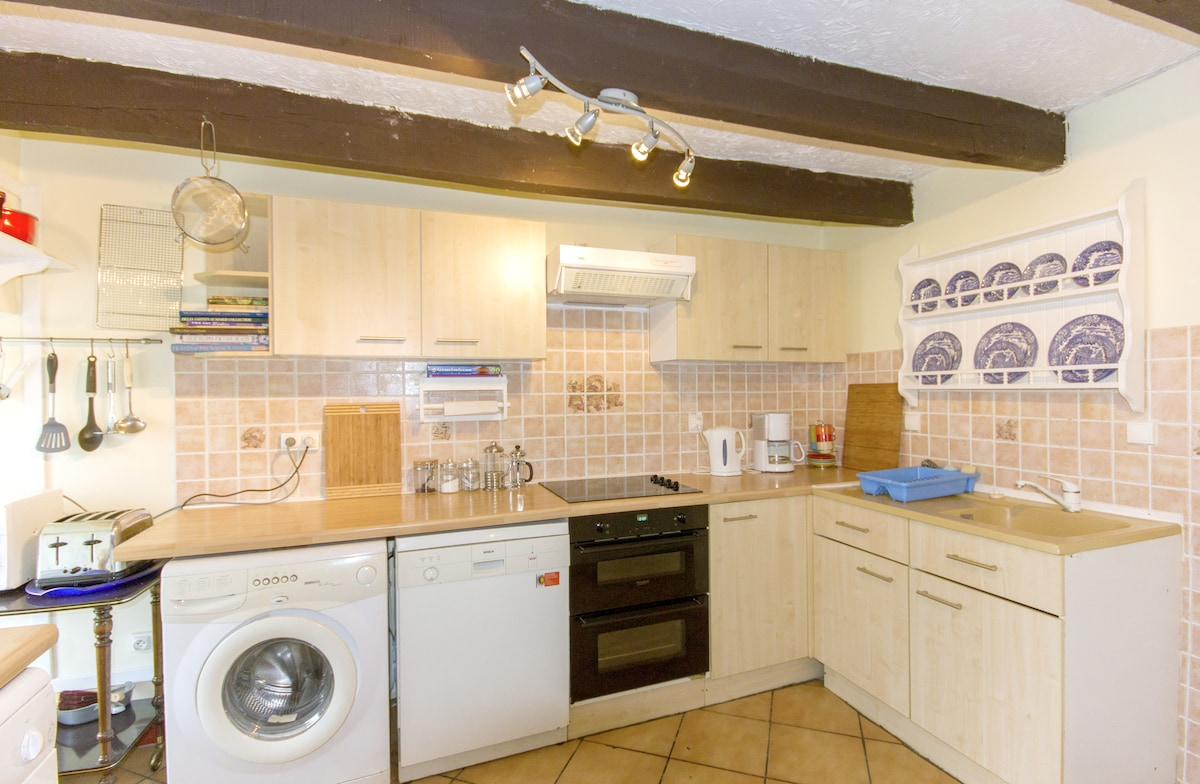 All appliances including dishwasher to cater to all your cooking needs