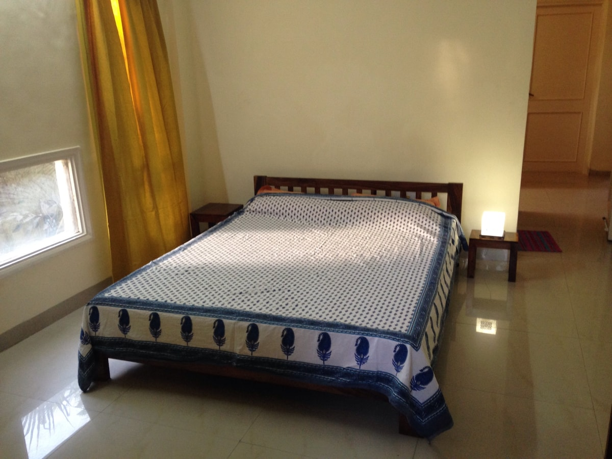 Double bed, Shesham. Queen size