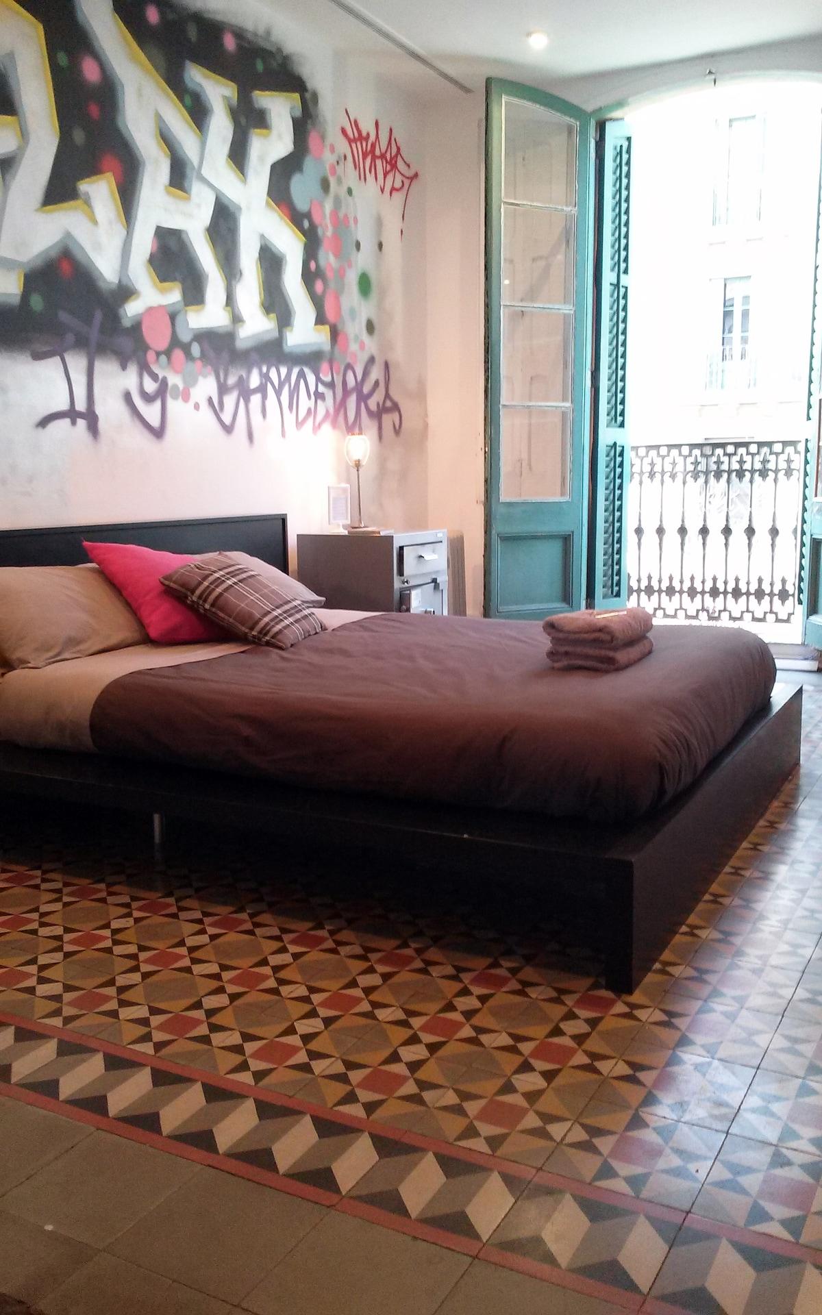 Cool Graffiti Room! Plaza Catalunya