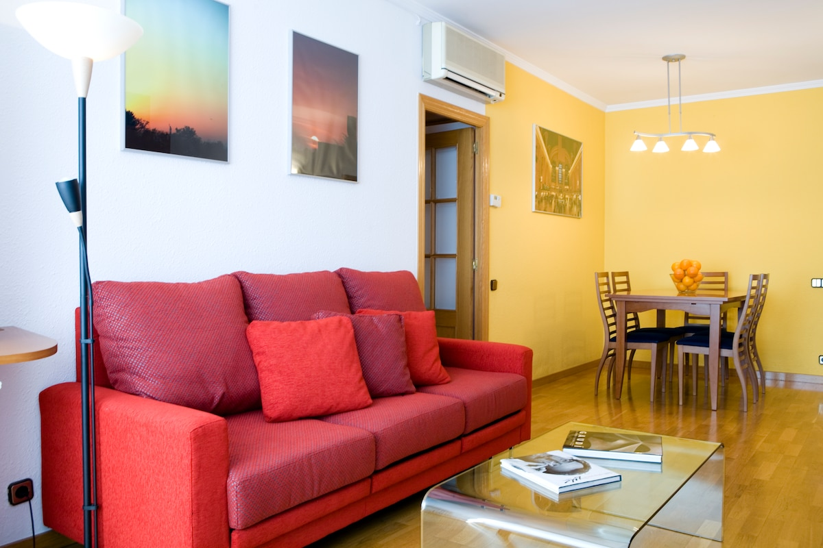 Living room - Spacious and sunny! Enjoy the WiFi and, in hot summer days, the air conditioning!